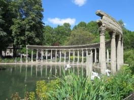 Parc Monceau is one of my favorite parks so far.
