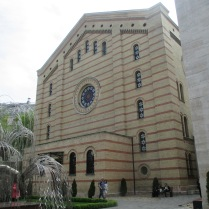 Outside the Dohany Street Synagogue